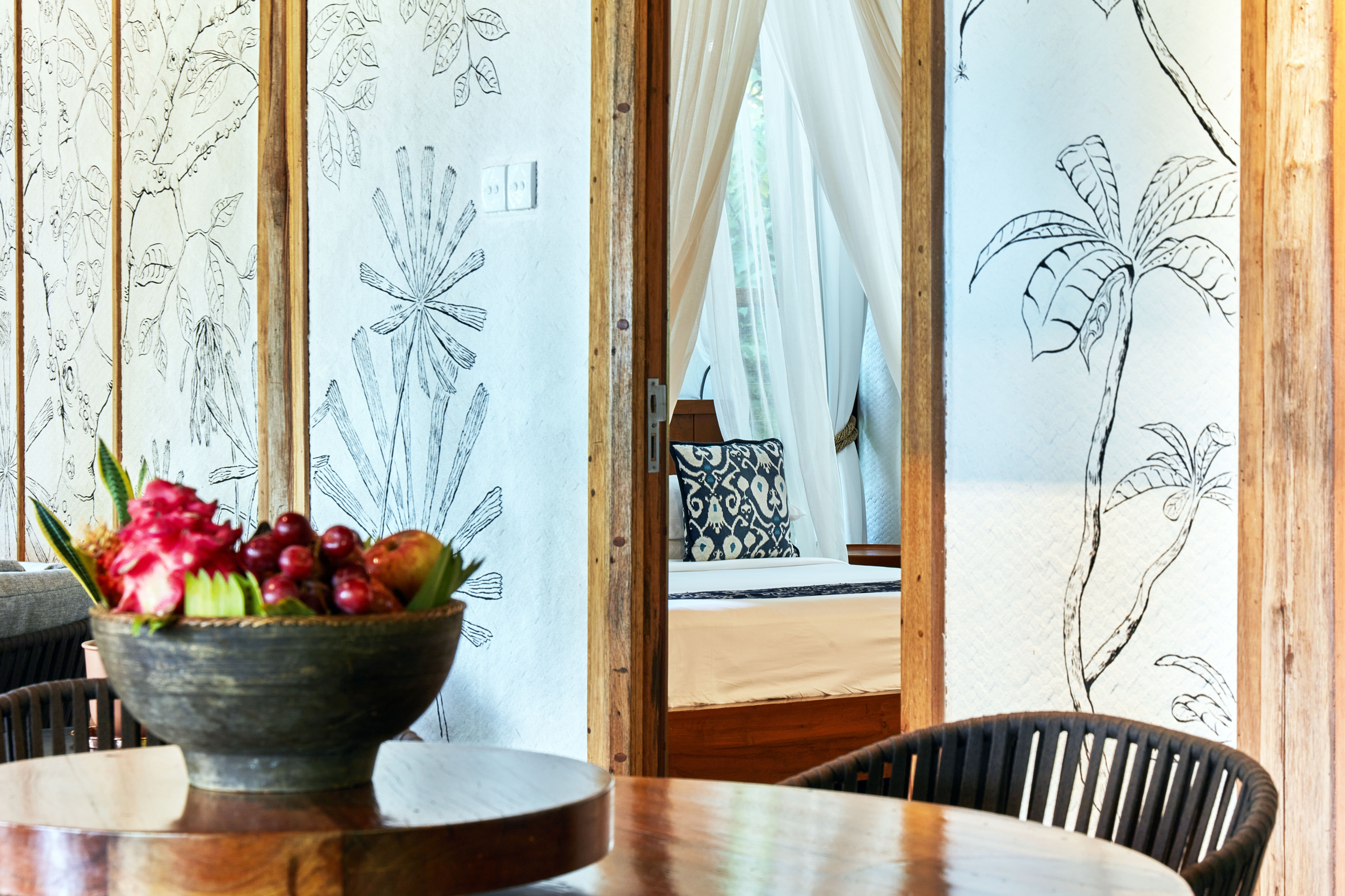 cropped_table_fruit_bowl_mural_wall_jungle_lodge (1)