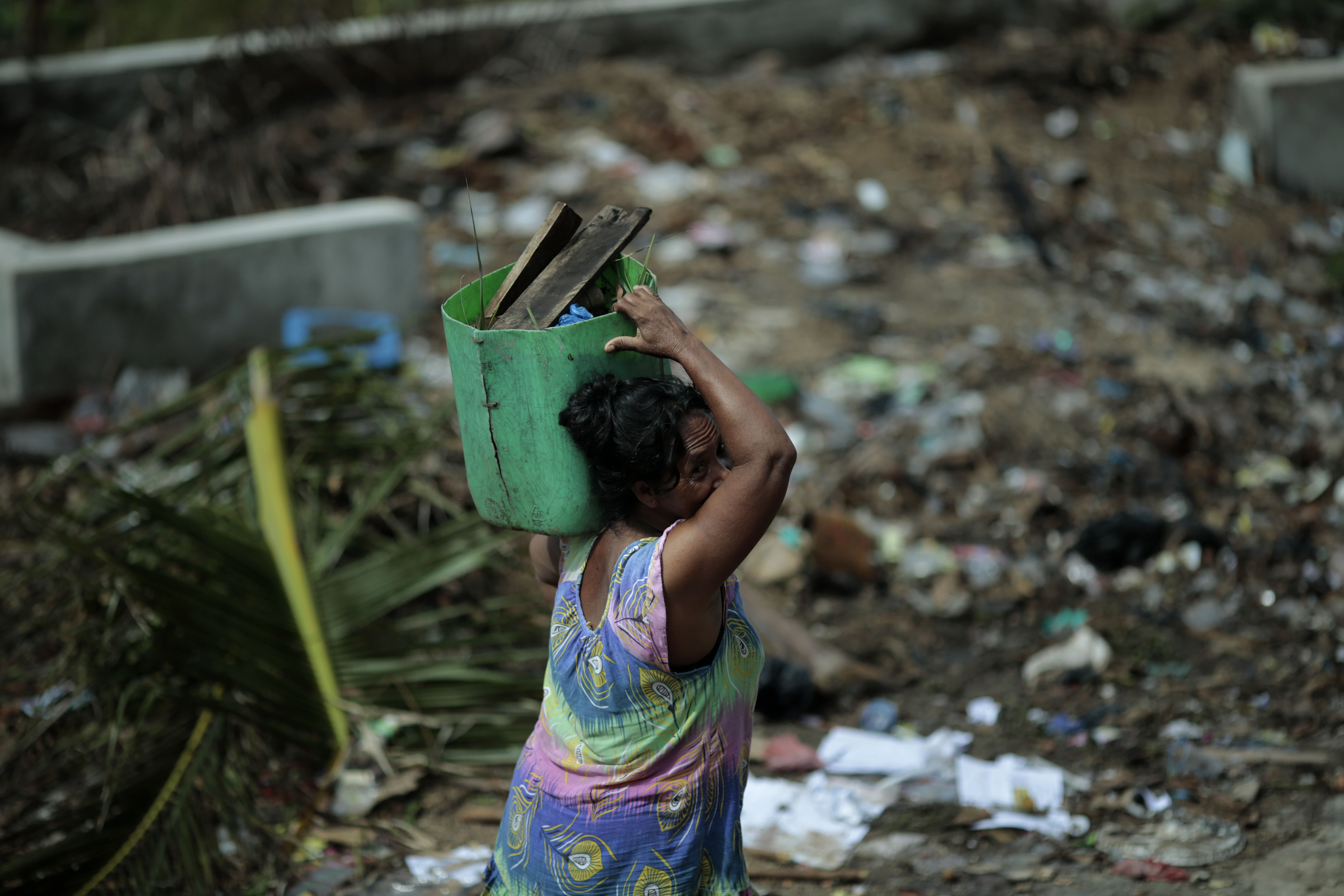 Bawah Anambas Foundation Waste Management Lady beach clean up