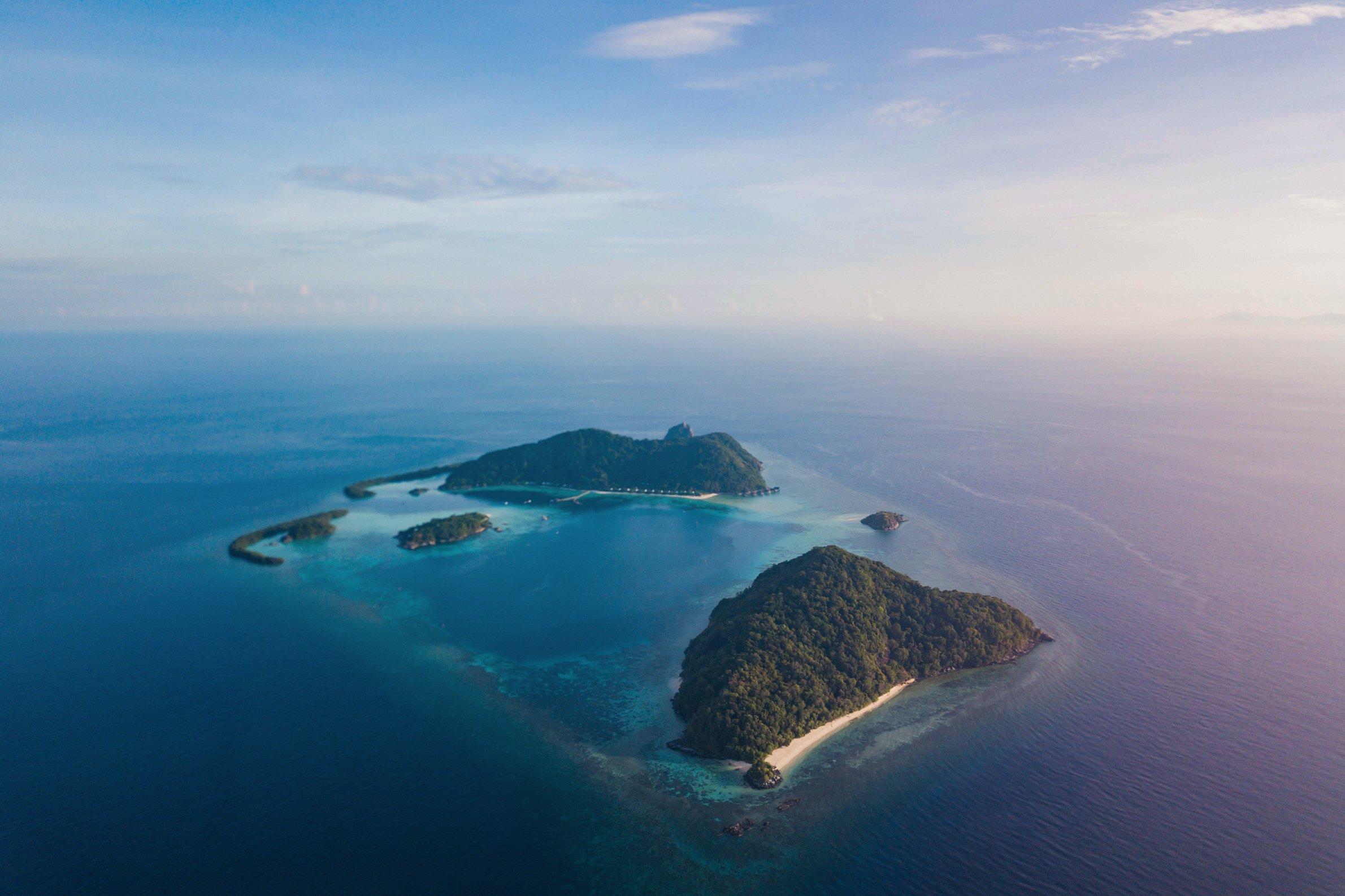 aerial_sanggah_turtle_beach_with_bawah_background