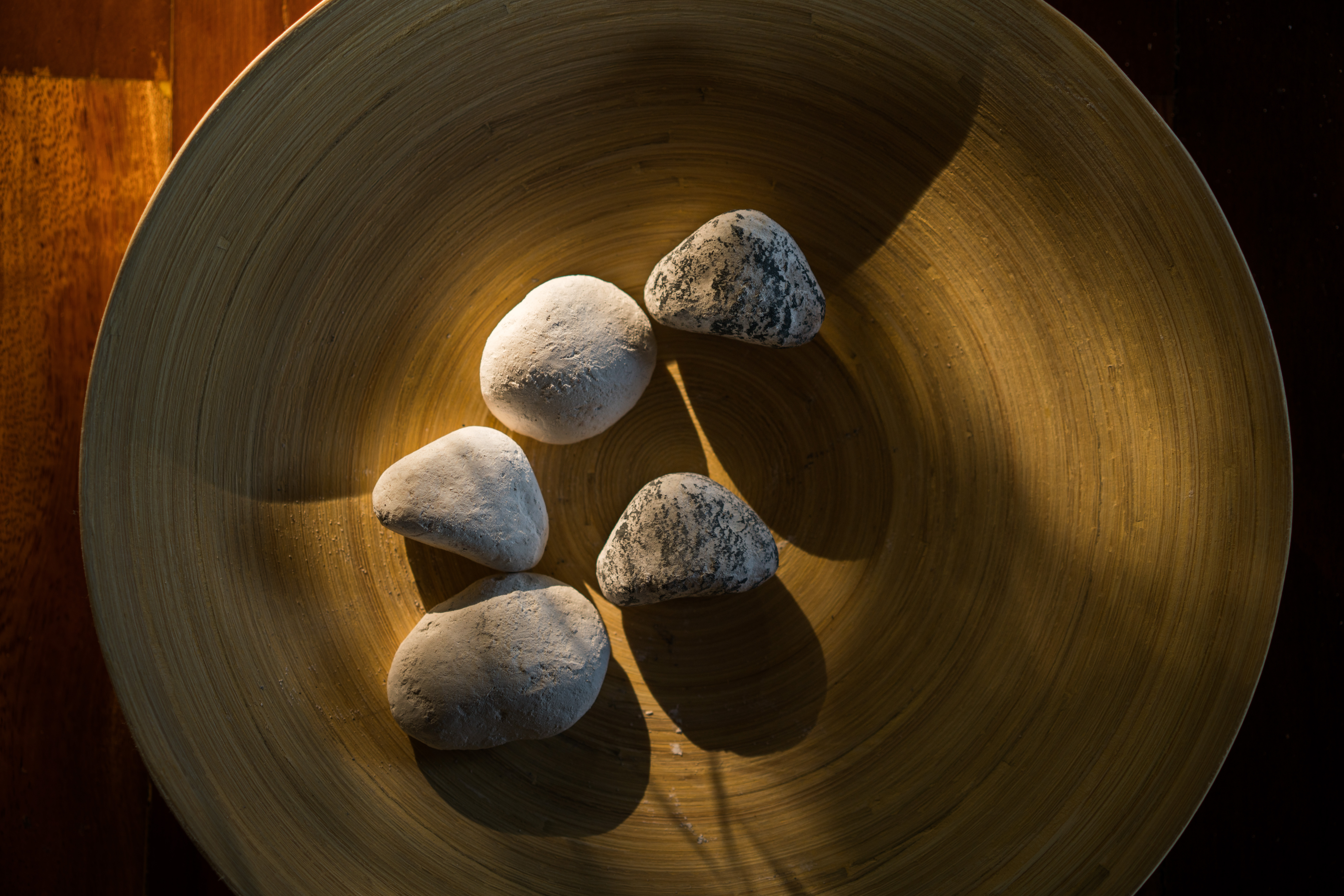aura_spa_stones_in_wooden_bowl
