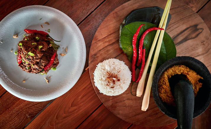 beef_rendang_and_spices_curry_on_mortar_served_with_white_rice_treetops-jpg