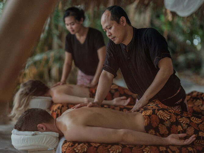 couple_body_massage_spa aura