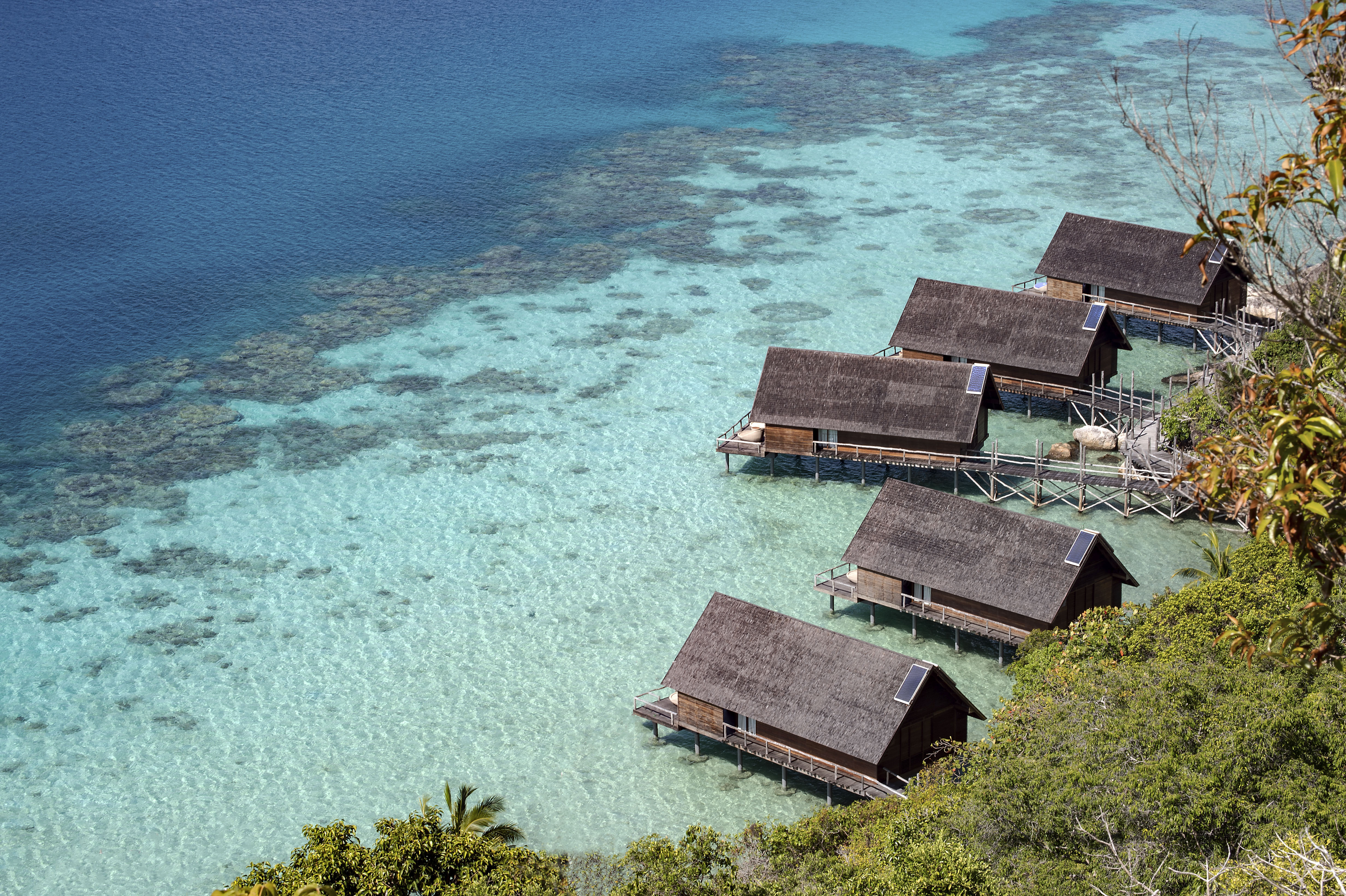 hike_close_up_west_overwater_suites_coral_reefs_lagoon_lookout