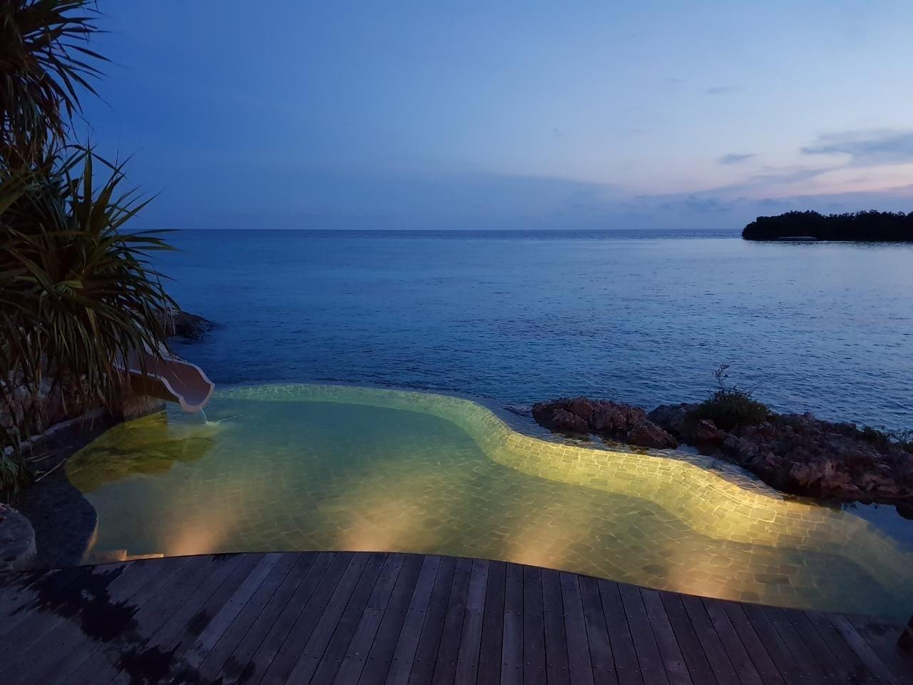 Elang pool slide