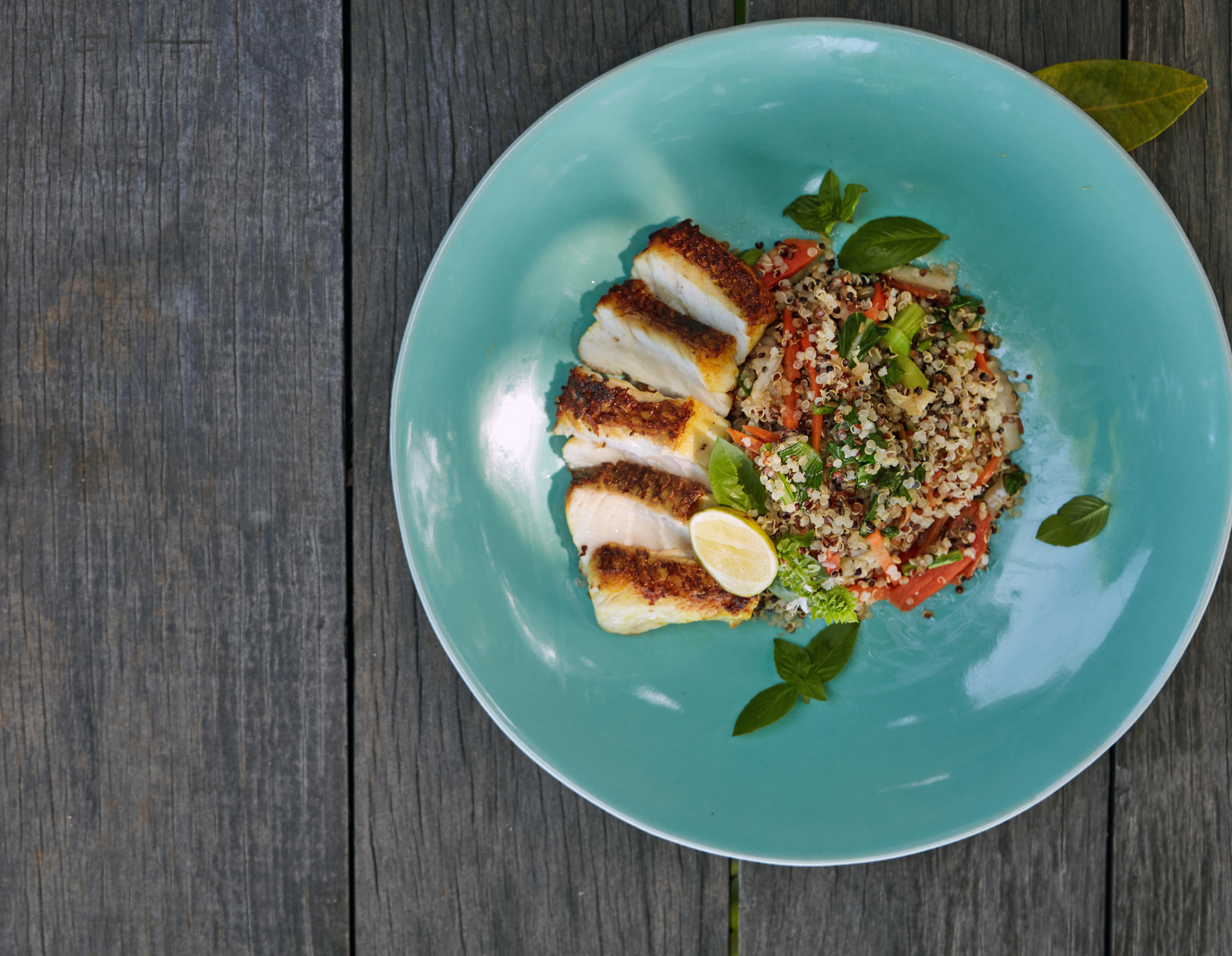 grilled-chicken-quinoa-salad-on-turquoise-plate-wood-background