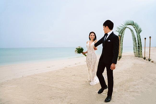 asian_bride_groom_wedding_beach_arbor_bouquet-2