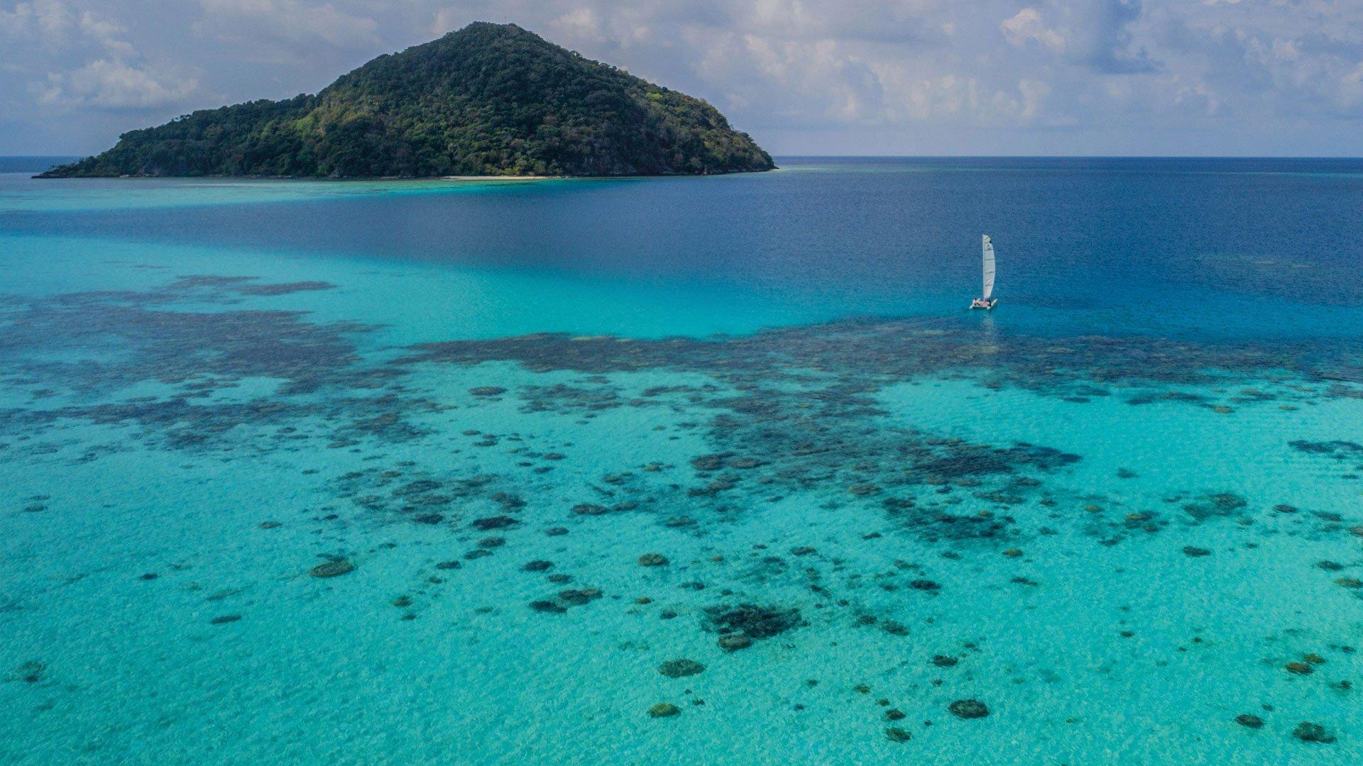 bawahreserve_sailing_in_lagoon_zoom