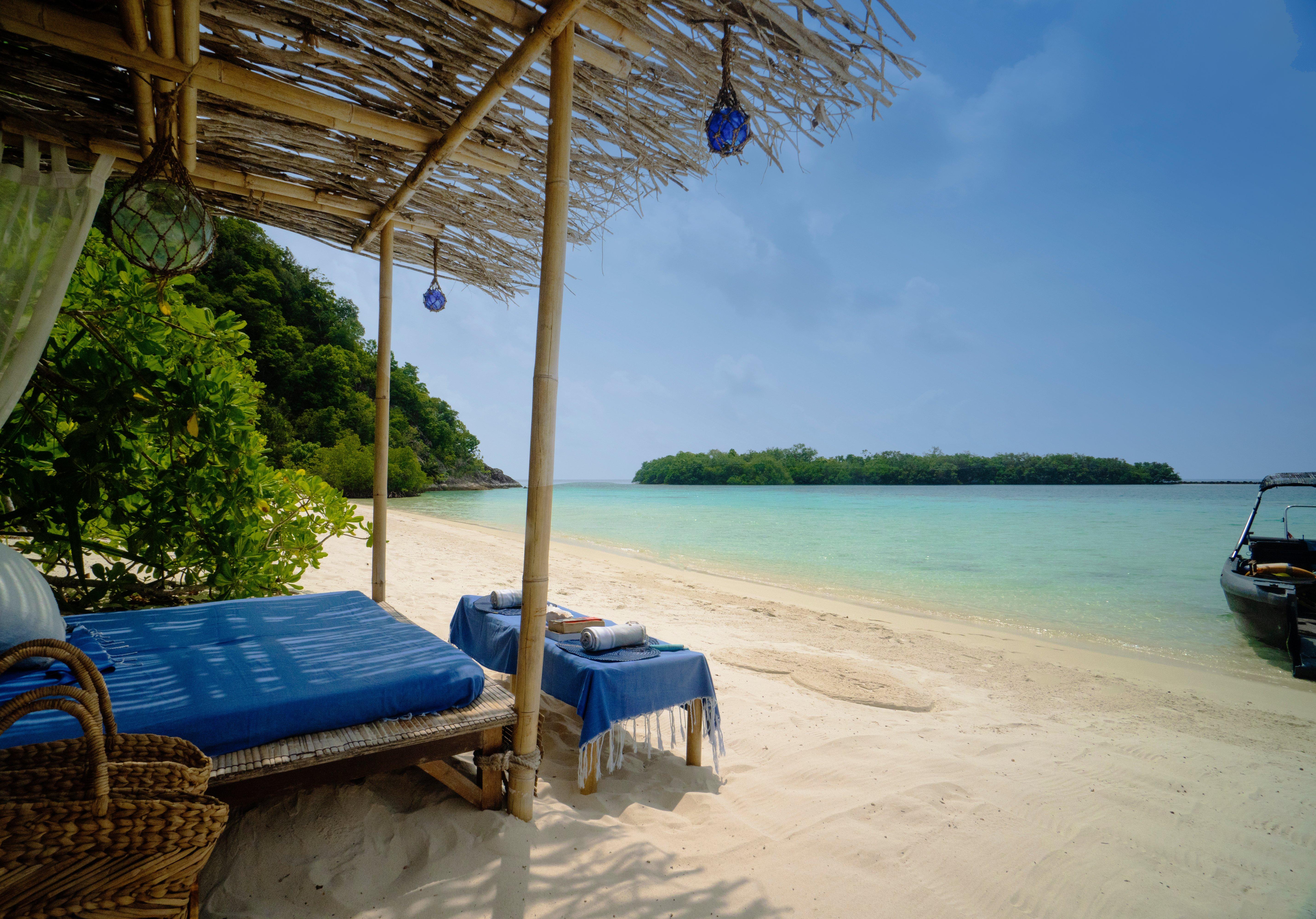coconut-beach-picnic