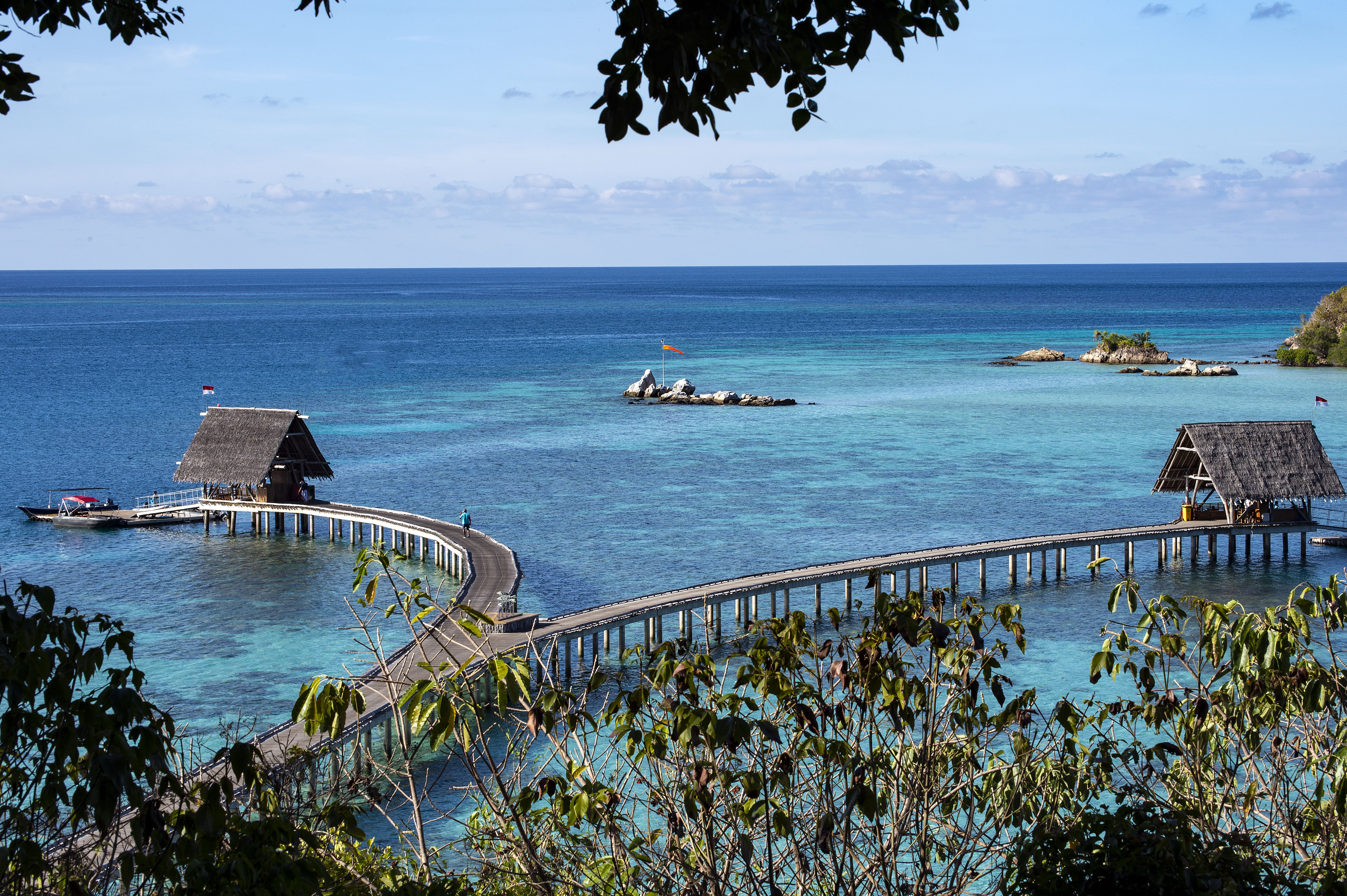 jetty_thatched_roofs_blue_lagoon_from_treetops