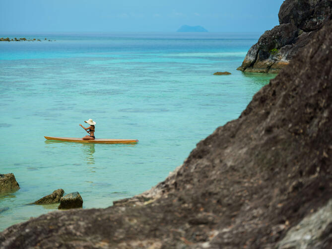 paddle_boarding_in_the_lagoon_1